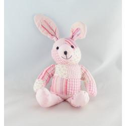 Doudou lapin rose avec bavoir DMC