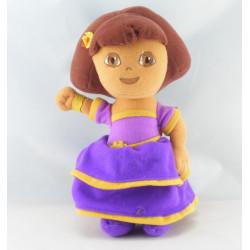 Peluche Dora l'exploratrice en robe rouge NICKELODEON