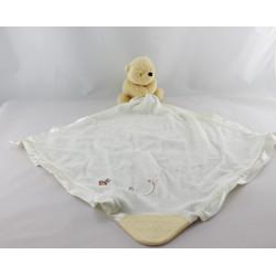 Doudou Winnie avec mouchoir couverture blanche satin abeille Disney