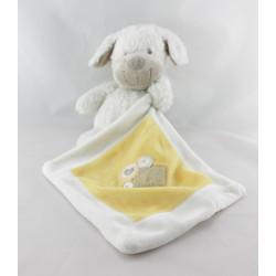Doudou chien blanc avec mouchoir jaune NICOTOY