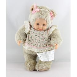 Poupée ours beige chemise à fleurs ANNE GEDDES