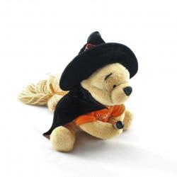 Peluche Winnie l'ourson déguisé en sorciére sur son balai Halloween Collection Disney