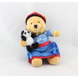 Peluche Winnie l'ourson déguisé en Empereur Chinois Collection Disney