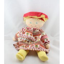 AAncienne poupée chiffon robe imprimé rouge fleurs béret jaune rouge COROLLE