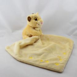 Doudou le roi lion Simba mouchoir jaune empreintes DISNEY STORE