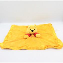 Doudou plat Winnie l'ourson jaune rouge satin Pooh DISNEY