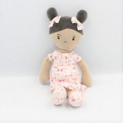 Doudou poupée fille métis robe blanc rose noeuds OBAIBI