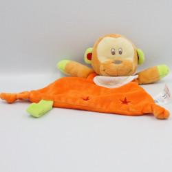 Doudou plat singe orange vert bavoir DMC