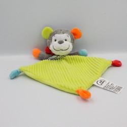 Doudou plat singe gris vert bleu rouge MOTS D'ENFANTS