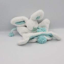 Doudou et Compagnie plat marionnette lapin blanc bleu vert Pompon