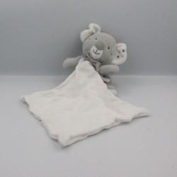 Doudou koala gris blanc mouchoir cajou SUCRE D'ORGE