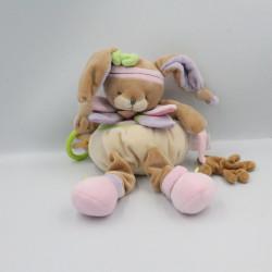 Doudou et compagnie lapin Lila beige rose mauve vert blanc hochet