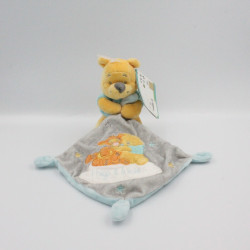 Doudou Winnie l'ourson avec mouchoir gris Hugs & Wishes DISNEY