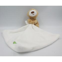 Doudou ours beige mouchoir blanc coeur vert BABYPLAY