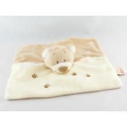 Doudou plat ours beige blanc pattes brodées DOUKIDOU